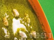 Супа от спанак, лапад и киселец със сметана, крутони и ядки (бадеми, орехи)